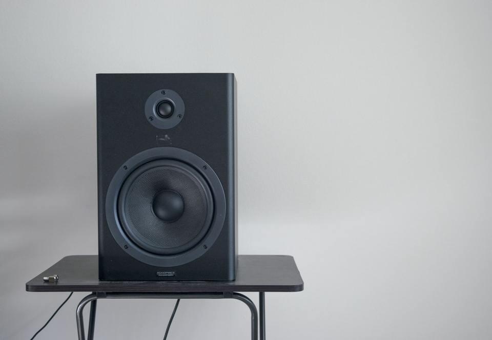 スピーカーを正しい置き方をご紹介!置き方次第で音質が変わる⁉