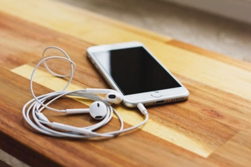 iPhoneのイヤホンから雑音が!雑音の原因と対処法は?