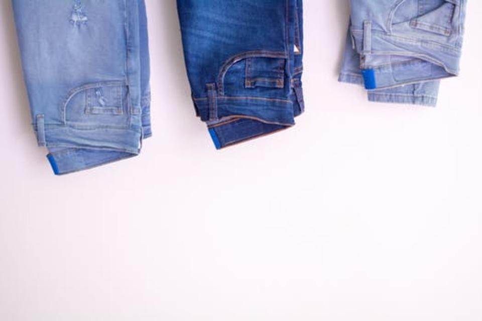 ジーンズを洗濯機で上手に洗おう!縮みや色落ちを防ぐ方法とは?