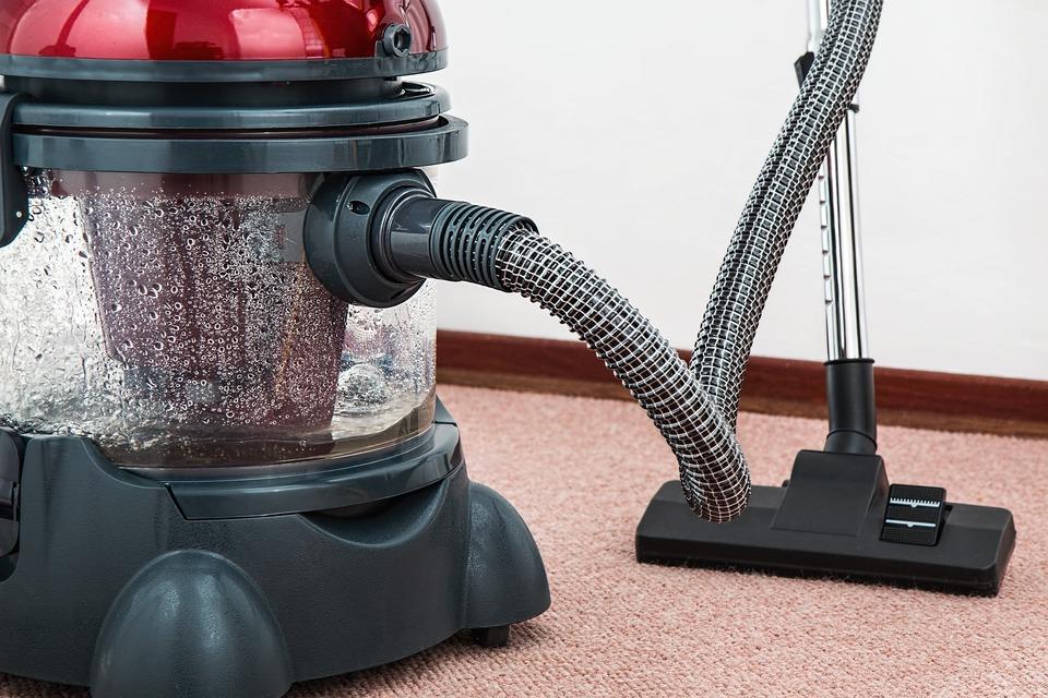 掃除機の排気が臭い!原因や対処法は?