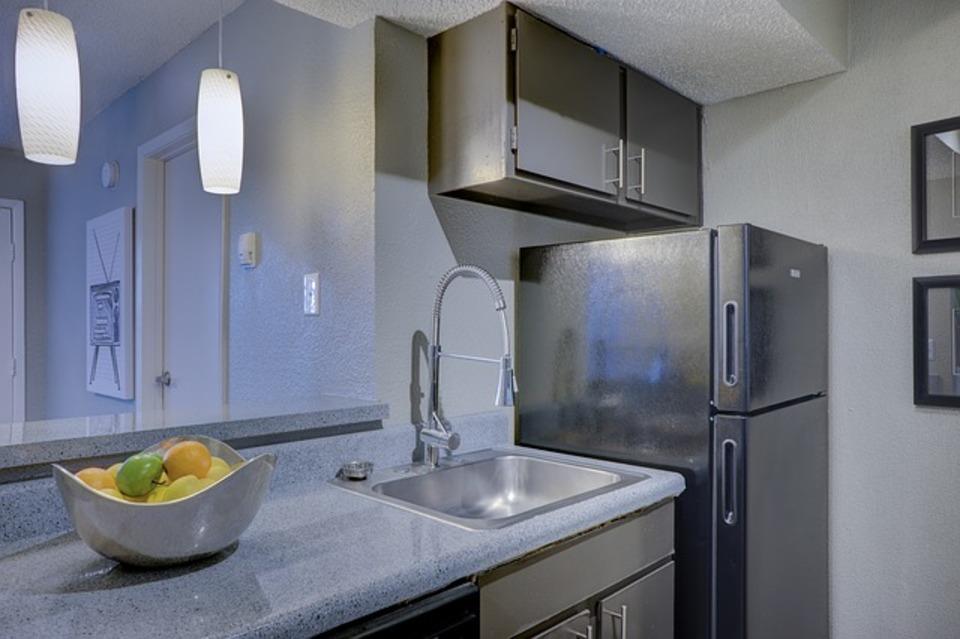 冷蔵庫の下の傷予防!おすすめの下敷きや必要性を解説!
