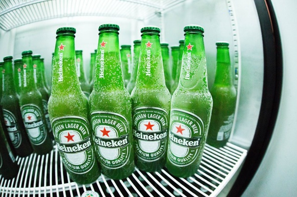 冷蔵庫が結露して水滴がついてしまう、、、結露の原因や対策方法は?