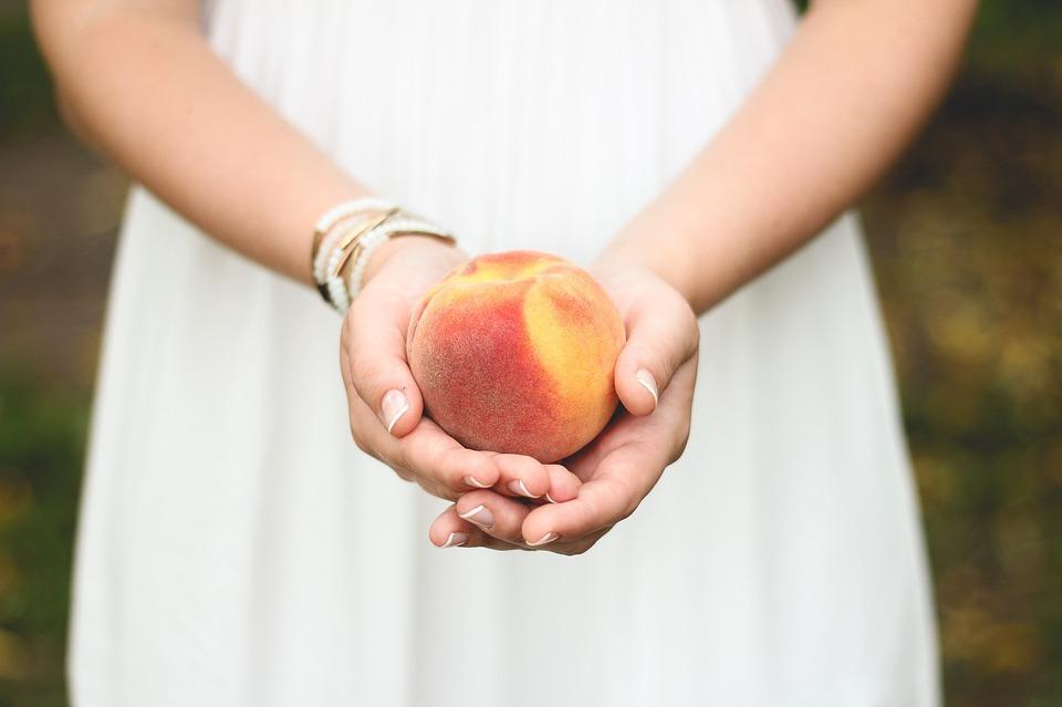 冷蔵庫で桃を保存する方法とは?桃の冷蔵庫保存について解説!
