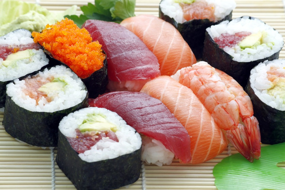 お寿司を冷蔵庫で保存するとパサパサになるのはなぜ?防ぐ方法は?