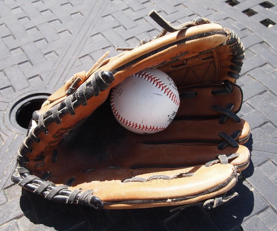 ドライヤーで野球グローブを柔らかくする方法をご紹介!