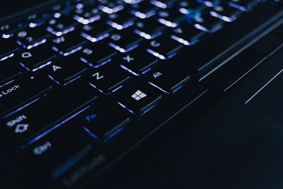 パソコンのキーボードが反応しない!反応しない原因や対処法を解説