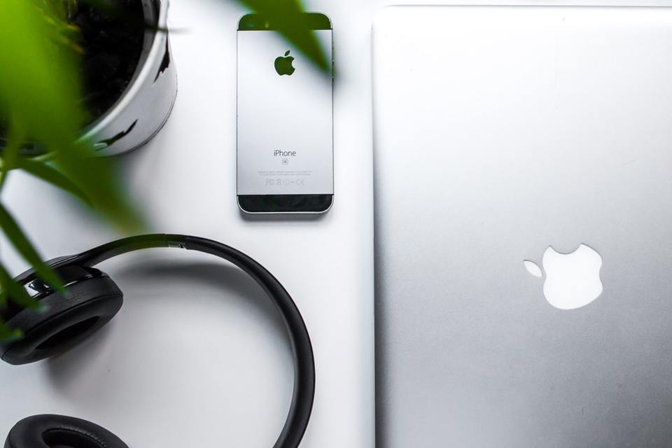 Apple IDはキャリアメールではなくGmailで設定した方がいい?