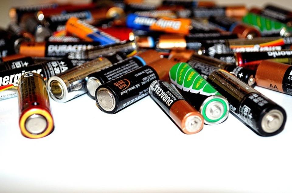 電池は燃えるゴミへ捨てて良いの?電池の適切な捨て方とは?