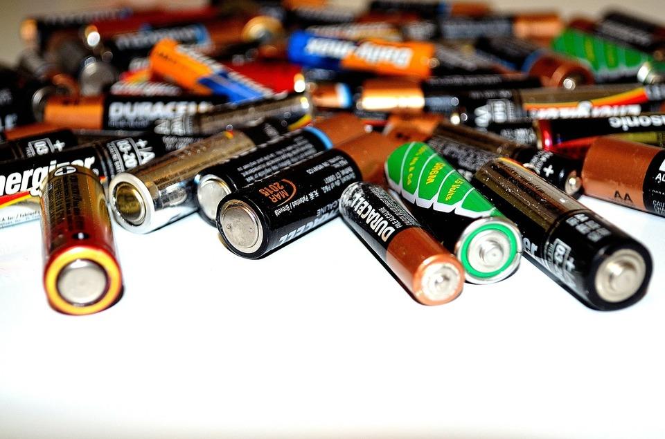 LR6ってどんな電池?単三電池とLR6の違いは何?
