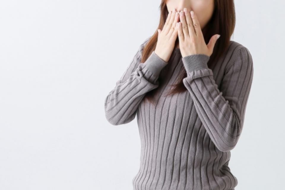 エアコンの暖房が臭い原因と対策を解説!カビくさい?すっぱい?