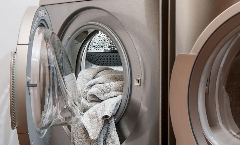なんで洗濯機で毛玉ができる?原因と対策/毛玉取りの方法を解説!