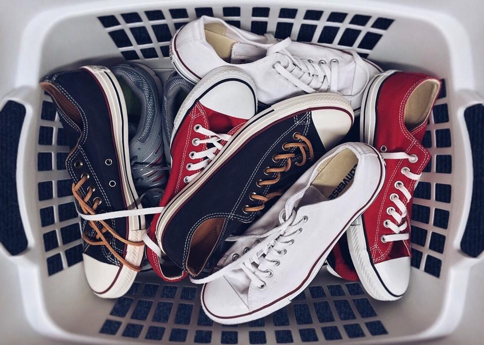 洗濯機の靴/スニーカーの洗い方!脱水や乾燥方法、専用洗濯機も解説