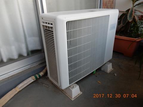 エアコンの室外機のホースは何故劣化?交換方法や化粧カバー/テープも紹介!