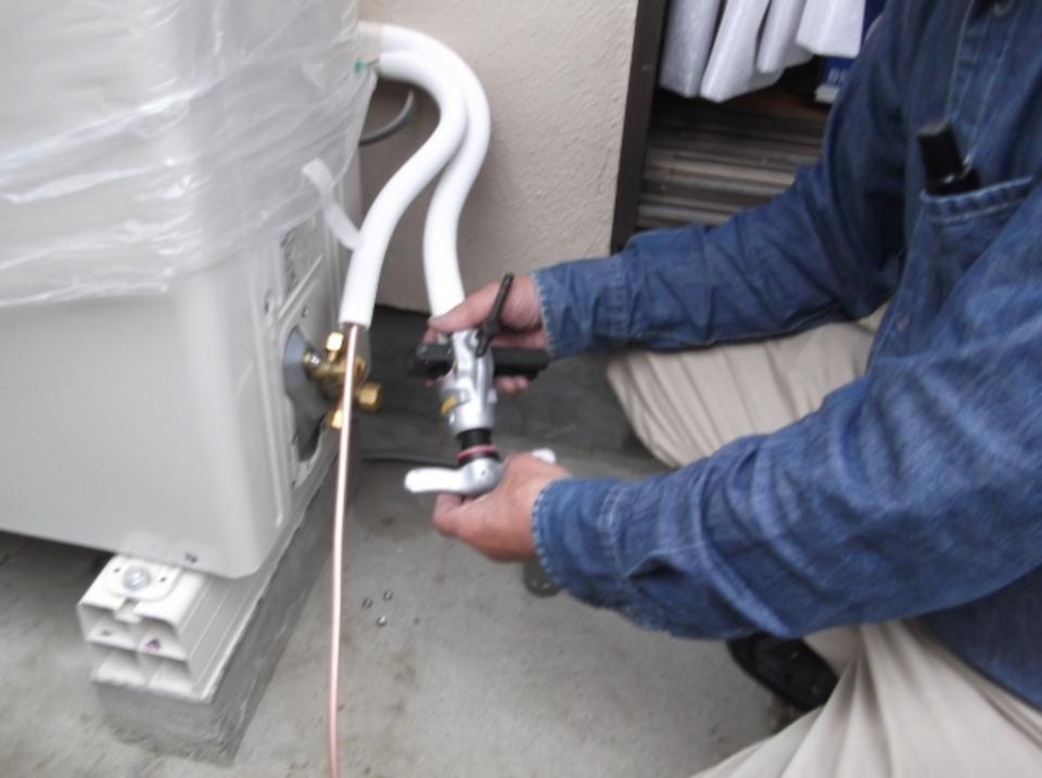 エアコンの水漏れの原因と修理方法!業者に頼む料金/修理代も解説!