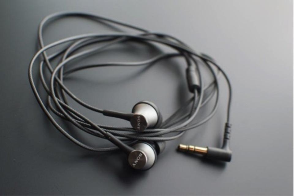 【打ち込み系の楽曲で締りの良い低音を聴かせてくれるSONY MDR-EX450】