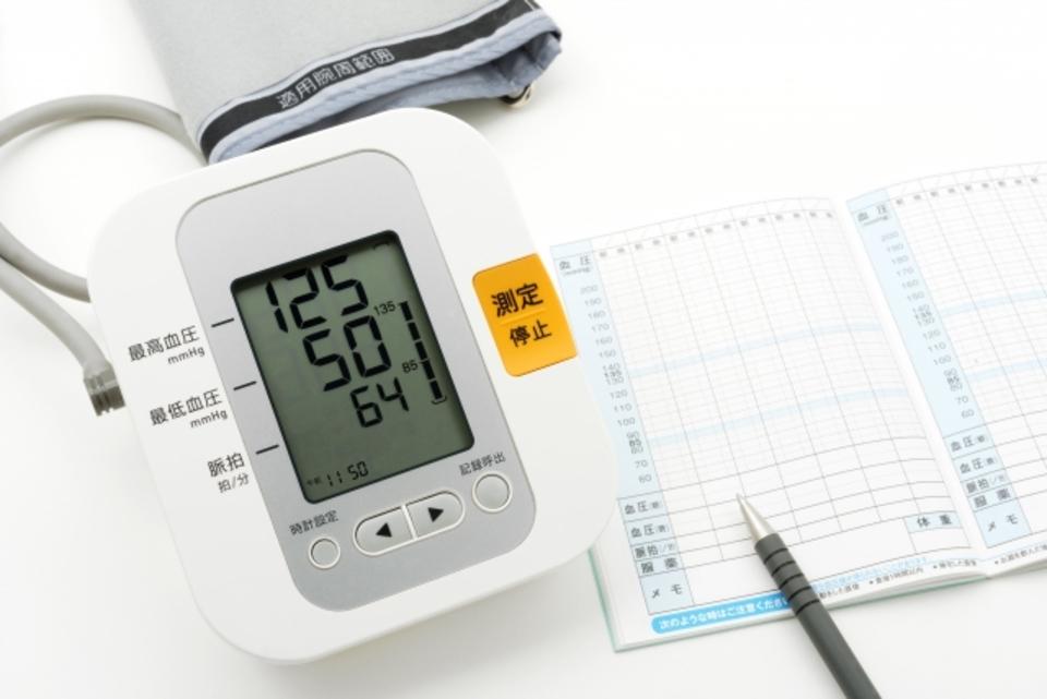血圧計やカフ(腕帯)、電池の寿命を解説!オムロンは?買い替え時期は?