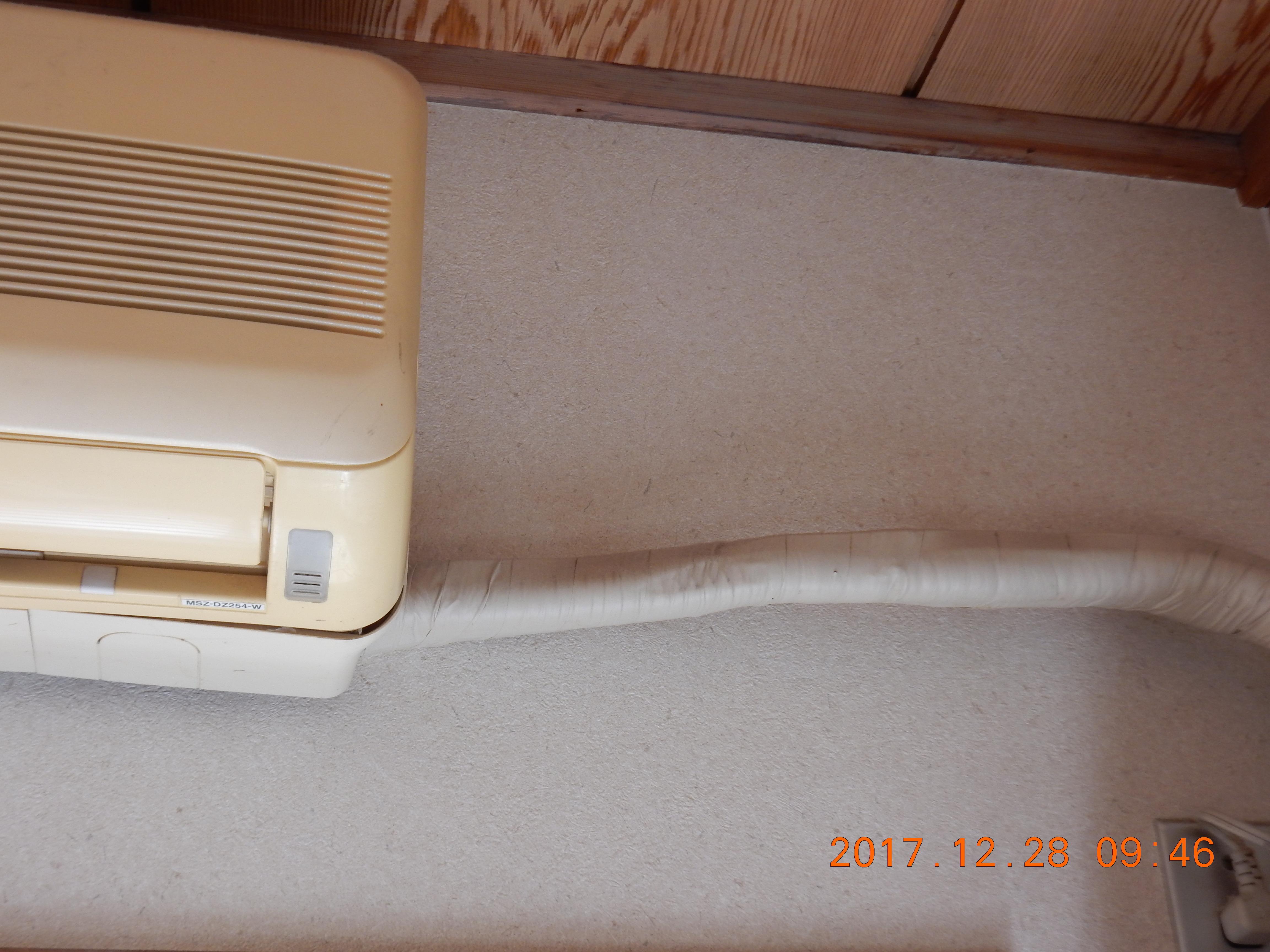 エアコン室内機に付けた化粧テープ