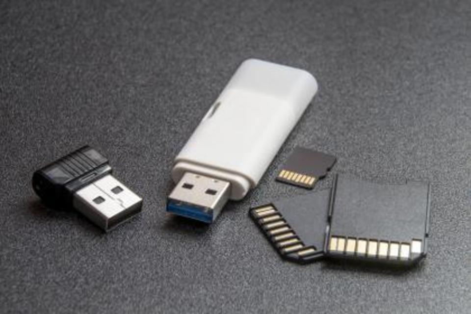 USB メモリ 100均
