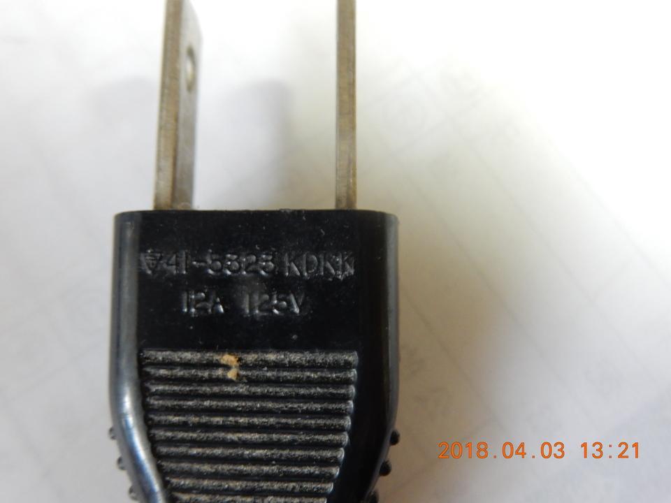 写真2.アースの印のついた電源コード