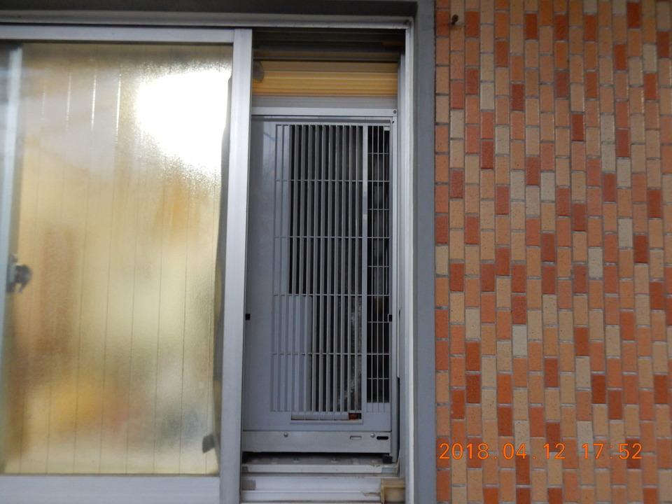 外側から見た窓用エアコン