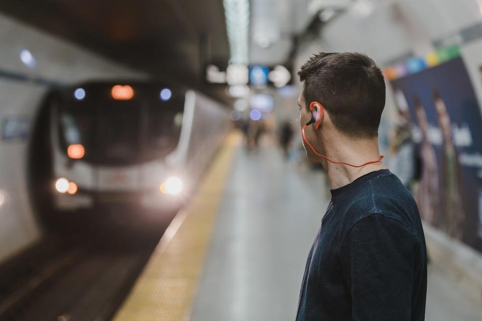 電車 イヤホン 音漏れ 注意 防止法