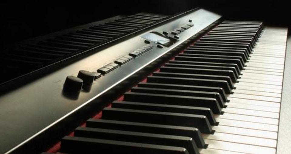 電子ピアノの3つのペダルとは