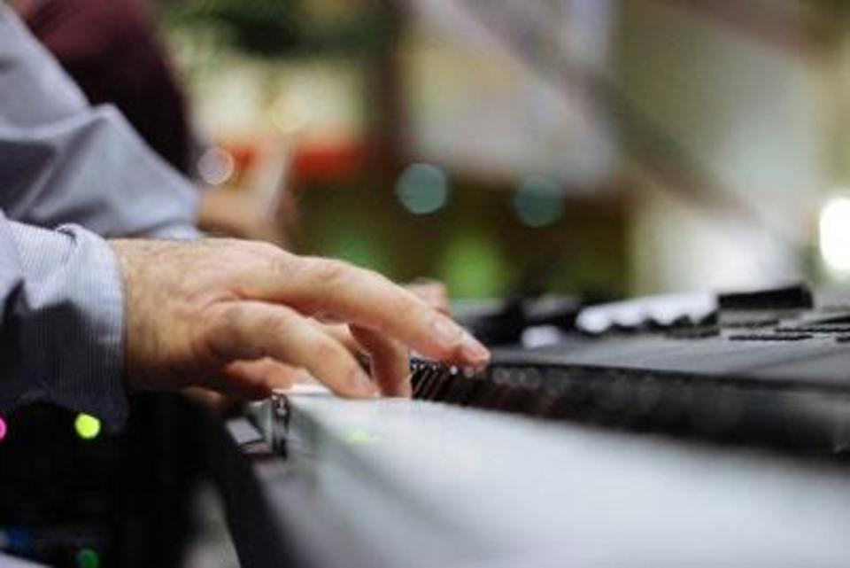 電子 ピアノ 重さ