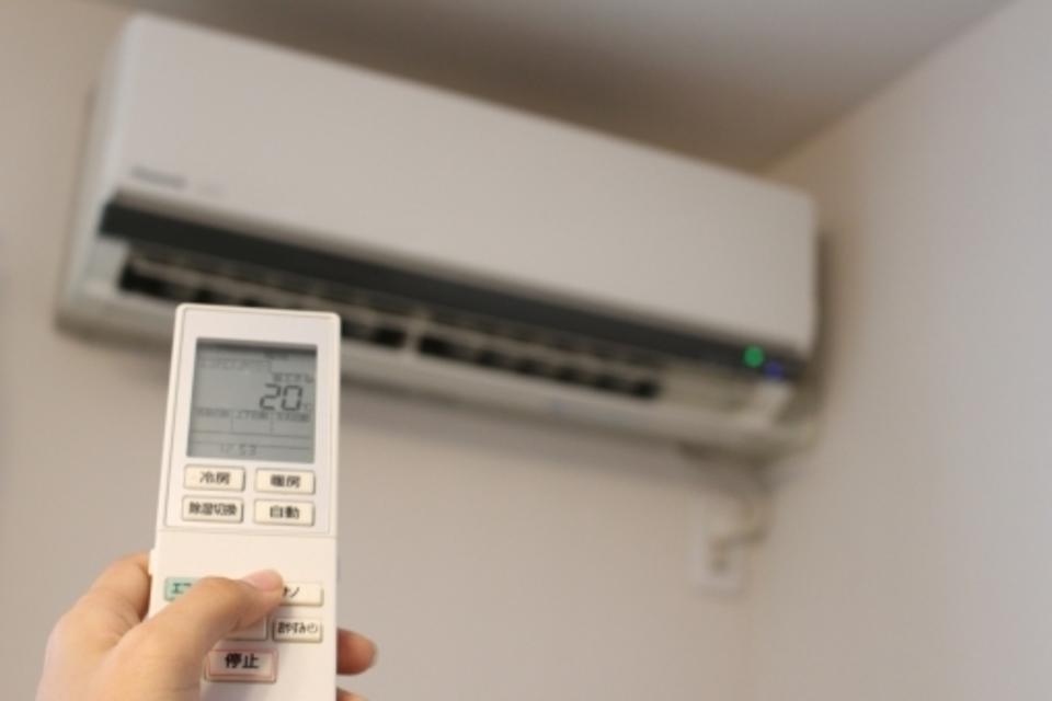 エアコン 暖房 動か ない