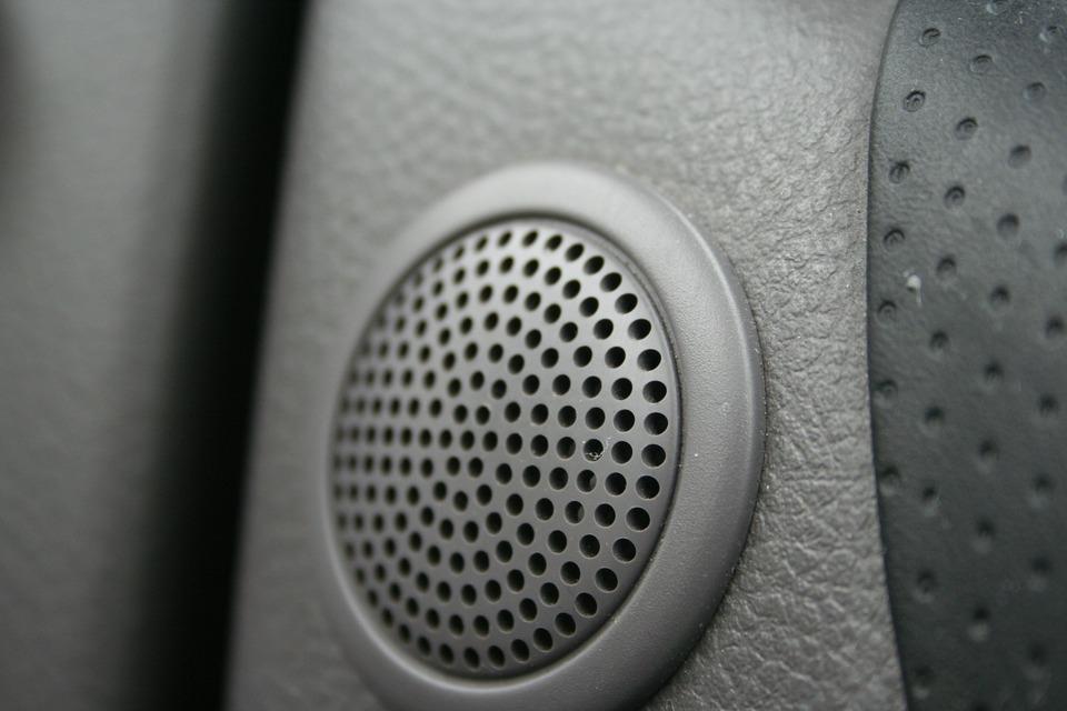 車 スピーカー