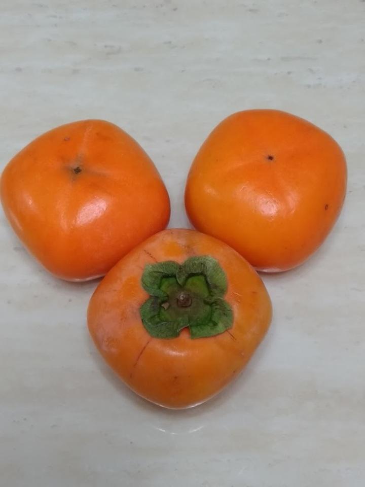 買ってきたごく普通の柿