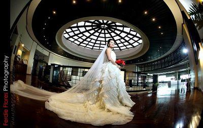 Eugenio Lopez Center wedding photos small 0/1
