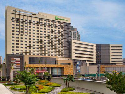 Holiday Inn And Suites Makati in Makati City, Metro Manila