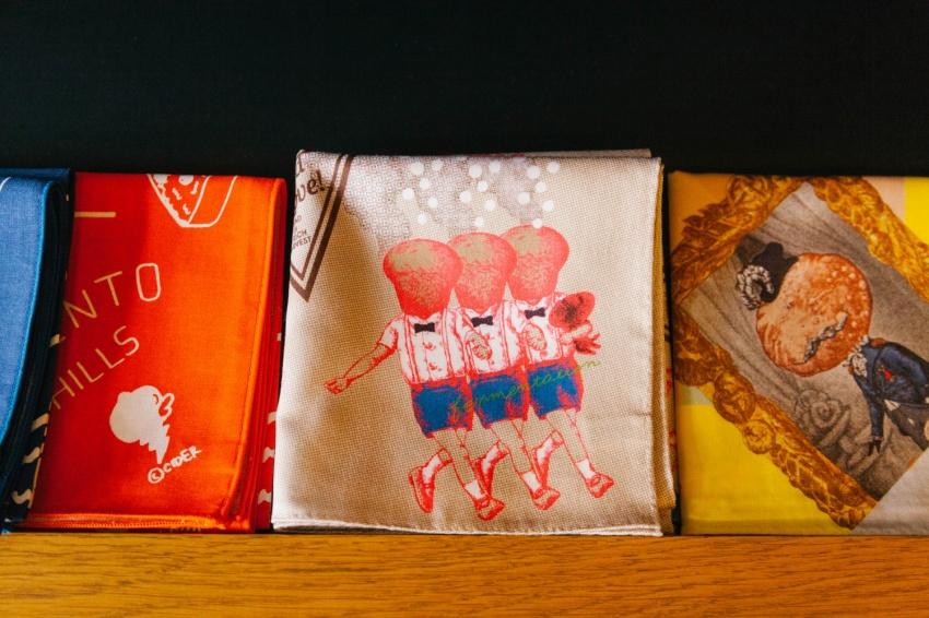 世田谷パン祭りのキャラクターがプリントされたハンカチ。