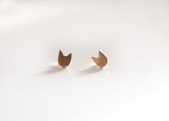 necoto.の14Kゴールド片耳キャットピアス