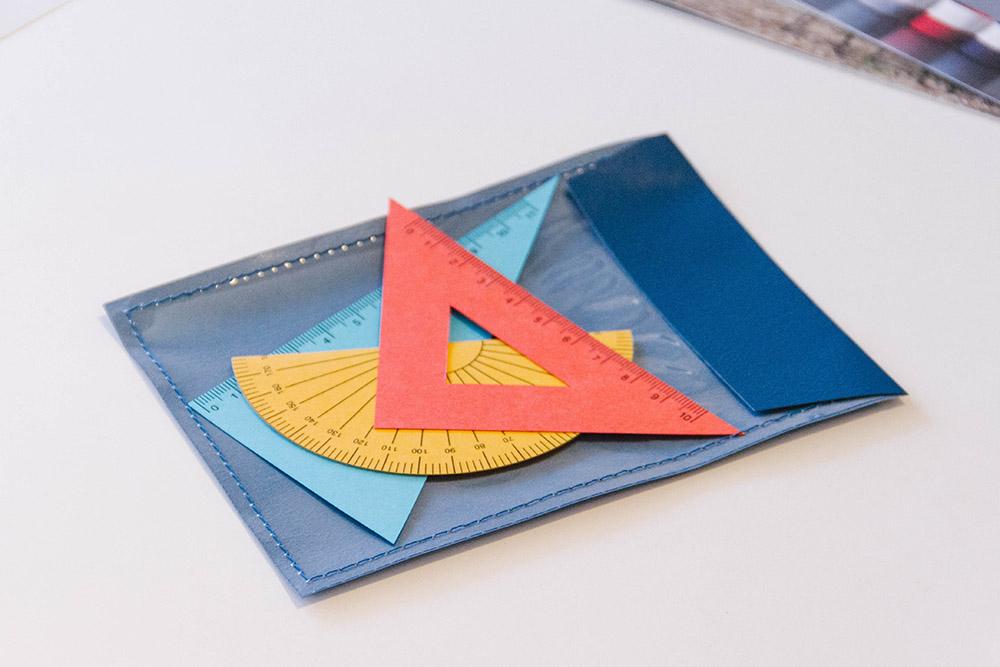 オールハンドメイドの定規型カード。