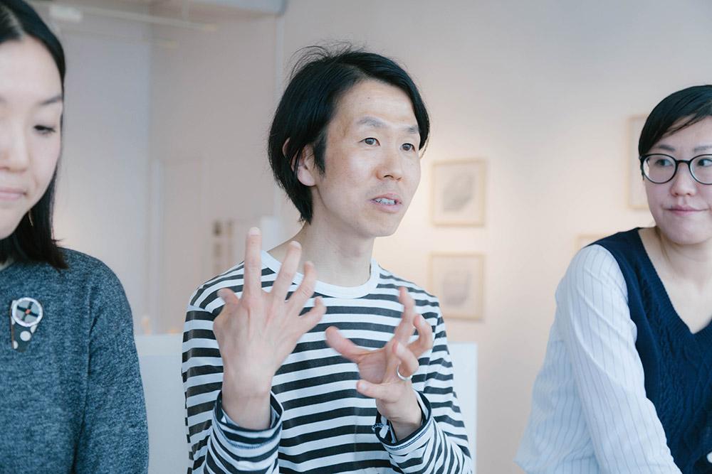 テーブルウェアや生活雑貨のデザインを担当している福島 仁さん。