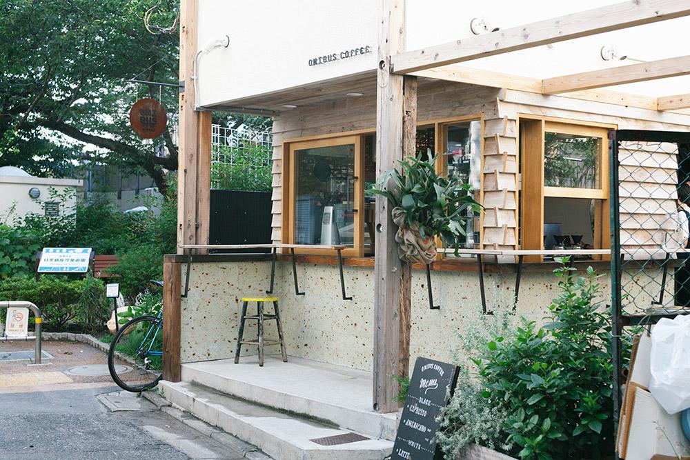 中目黒駅から徒歩3分。小道を入ったところにお店はあります。