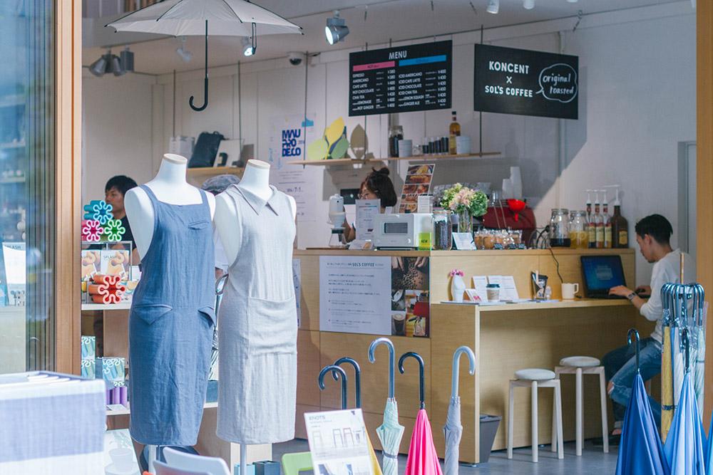 コーヒースタンドが併設された店内。