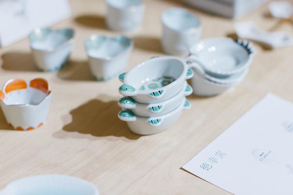 戸村さんのいちおしは徳幸窯の亀の豆皿。薬味など盛り付けると甲羅のようになる。