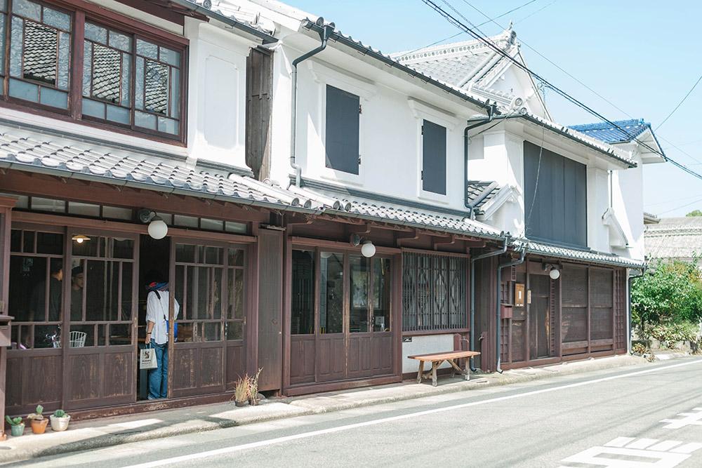 もともと空き家だった伝統家屋を改修。美しい町並みが続きます。