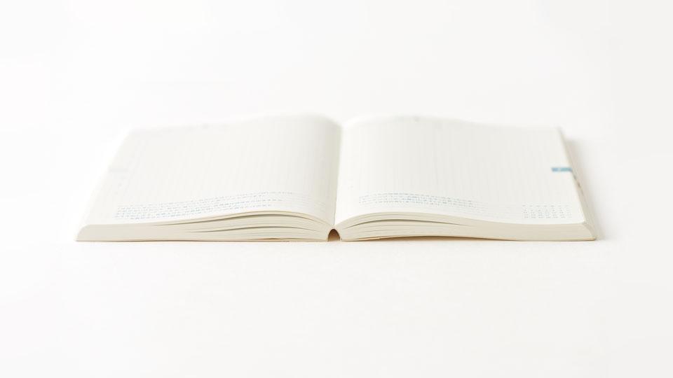 どのページでも180度パタンと開く (「ほぼ日手帳 2017」より引用)