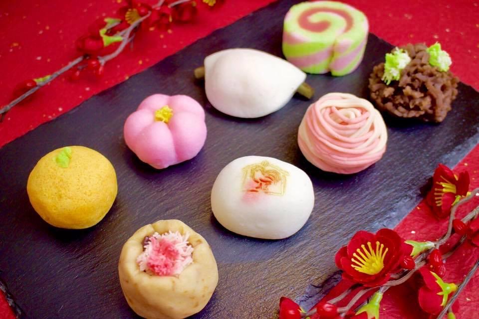 松華堂さんの美しいお菓子たち。