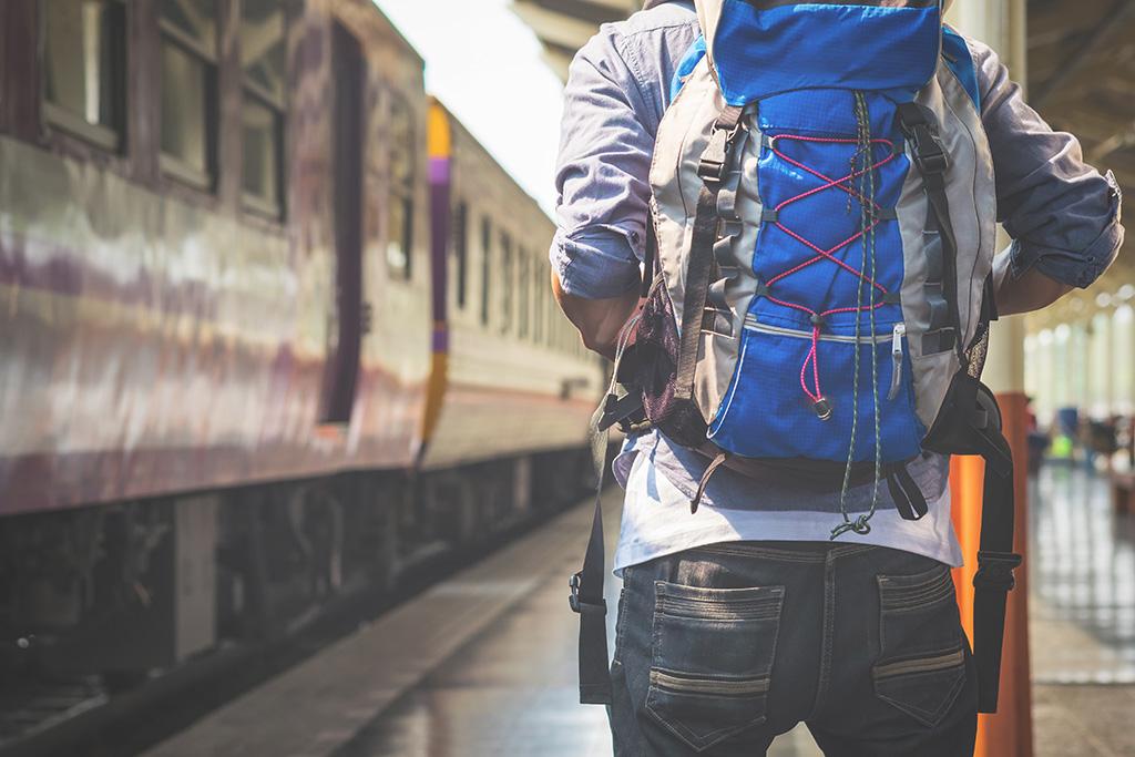 到機場交通方式:背包客搭火車