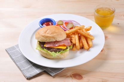 桃園機場美食餐廳:D3 Bar特製牛肉漢堡