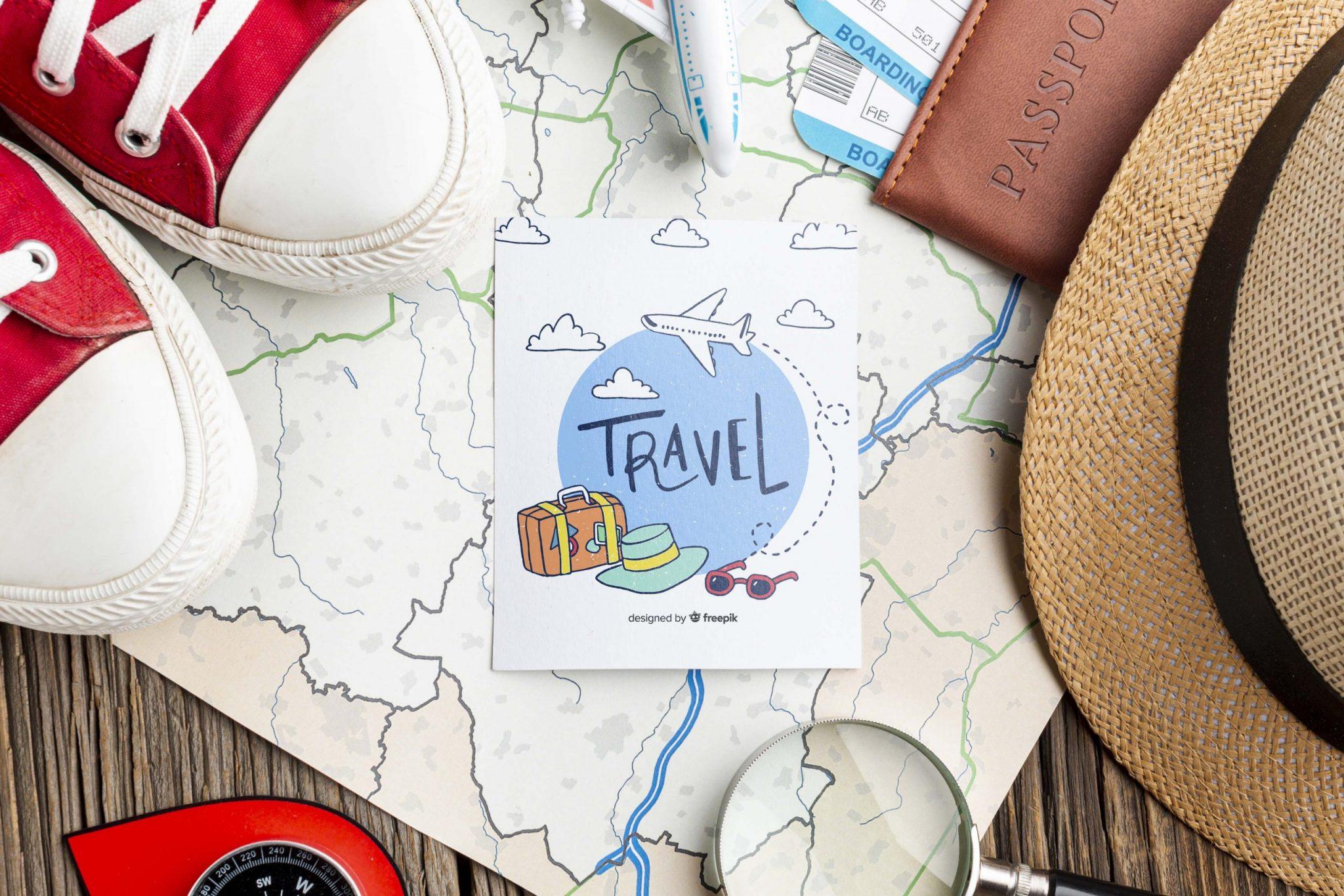 實用App:地圖展開要去旅行有帽子紅色鞋子放大鏡