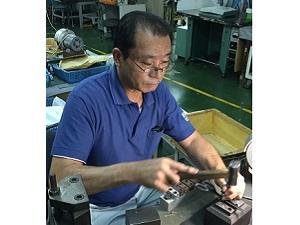 丸章工業株式会社/未経験から伝統工芸の匠に成長できる/自社ブランドはさみの製造作業
