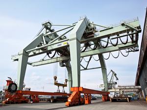 三輪運輸工業株式会社/未経験歓迎・10名採用/製鉄所内でのクレーン等による鉄鋼製品運搬技能職/創業129年の超安定企業