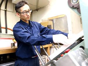株式会社タケダ/機械オペレーター/ほんの数ミリの世界であらゆる封筒を作り出す職人