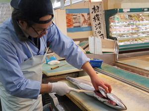 株式会社魚タカ/(未経験OK)鮮魚コーナーの調理・加工・販売スタッフ/専門知識・スキルを身につける/店舗責任者候補