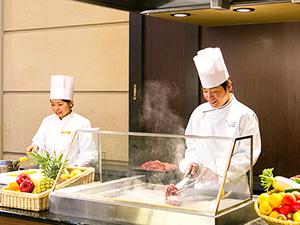 神戸ベイシェラトンホテル&タワーズ 株式会社HNA神戸/ミシュランガイドに掲載中ホテルの【洋食・和食の調理スタッフ】 ★調理経験があれば活かせます!
